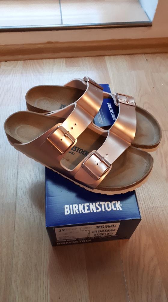 Nowe Birkenstock Arizona w kolorze jasnoróżowym