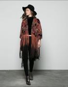 Narzutka kimono z frędzlami Nowa Bershka