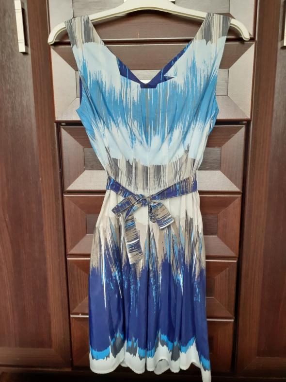 Krótka sukienka Benetton