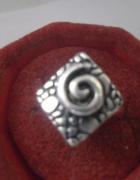 Ciekawy srebrny pierścionek ozdobny ślimak...