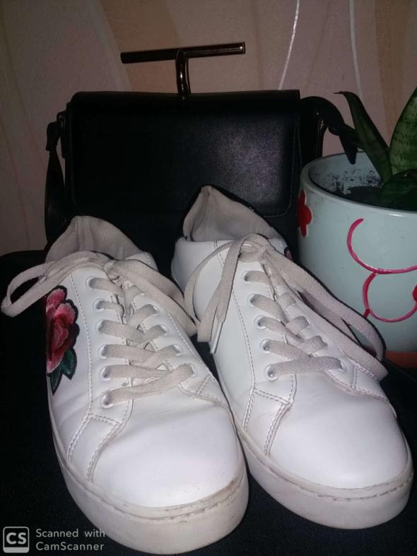 Białe trampki z różą rozmiar 40