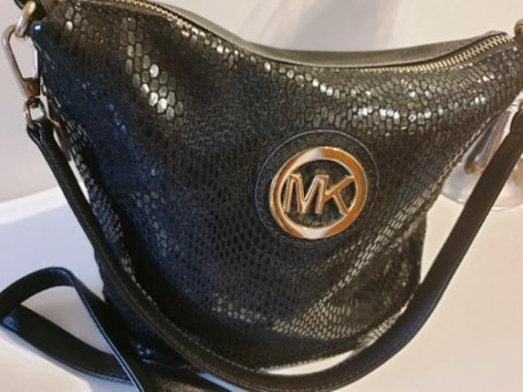 Mała torebka z blaszką MK