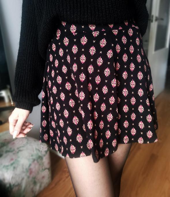 Czarna spódniczka spódnica z wzorem