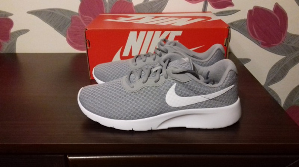 Nowe szare buty Nike Tanjun
