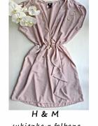Elegancka sukienka z falbaną M L...