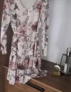 Sukienka beżowa kwiaty