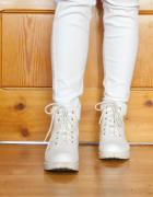 Białe traperki