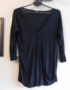 Czarna bluzka z dekoltem V