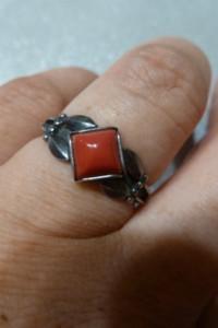 pierścionek srebrny koralik...