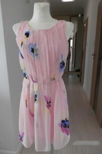 Sukienka Wizytowa Różowa w Kwiaty Szyfonowa Zwiewna Atmosphere ...