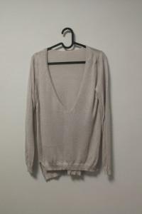 cienki metaliczny sweterek z głębokim dekoltem simple cr...