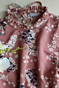 Sukienka w kwiaty ze stójką XS S długi rękaw...