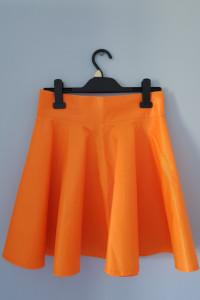 Neonowa spódnica...