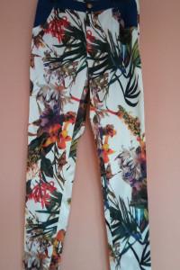 spodnie eleganckie w kwiaty