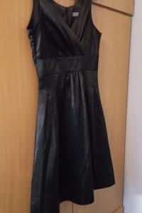 Czarna rozkloszowana sukienka Orsay...