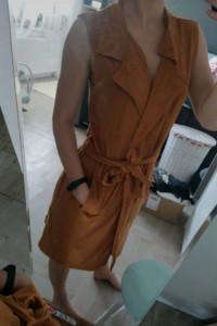 Musztardowa sukienka na zakładkę S...
