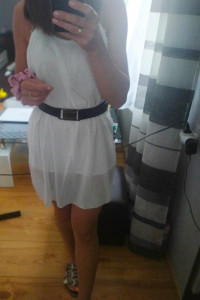 Sukienka biała mini na ramiączkach M...