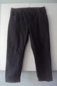 jeansowe spodnie w gumę...