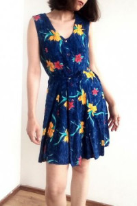 Letnia granatowa sukienka w kwiaty vintage 80s 90s retro lato boho