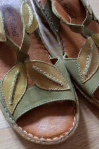 Śliczne skórzane sandały JOSEF SEIBEL...