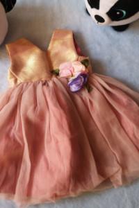 Śliczna tiulowa sukienka z kwiatami i brokatem...
