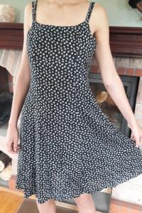 Sukienka czarna w białe wzorki na ramiączkach...