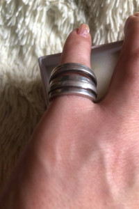 Masywny srebrny pierścionek na szczupłe palce 925...