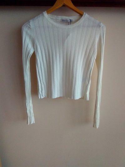 Bluzki bershka crop top xs s biała bluzka prążkowana sweterek crop top