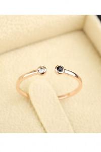 Nowy drobny pierścionek celebrytka kolor różowy złoty oczka cyr...