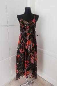 Wzorzysta maxi dress z wycięciem na plecach Miss Selfridge...