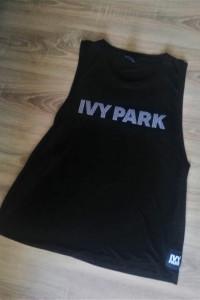 Czarny przedłużany tshirt Ivy Park Beyonce