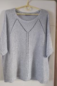 Piękny jasnoniebieski sweterek z cekinkami roz 46...