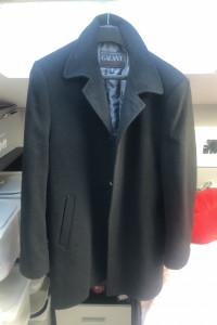 Elegancki czarny długi płaszcz...