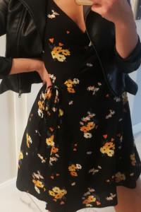 Czarna sukienka w kwiatki H&M
