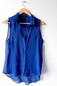 Prześwitująca luźna kobaltowa bluzka...