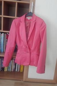 żakiet różowy CKM