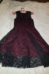Śliczna sukienka koronkowa 36...