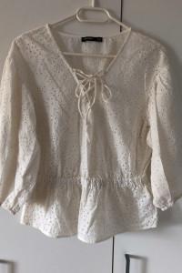 Biała kremowa bluzka ażurowa z wiązaniem Bershka M...