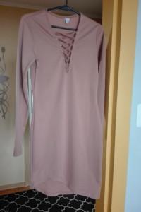 Beżowa asymetryczna sukienka wiązania