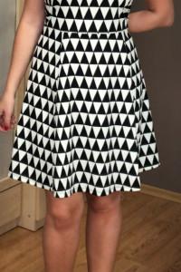 Świetna Geometryczna czarno biała sukienka Dzianina H&M wycięci...