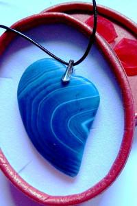 Matowy agat kolisty niebieskie serce wisiorek srebro