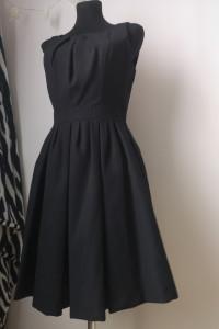 Piękna czarna rozkloszowana sukienka r 38...