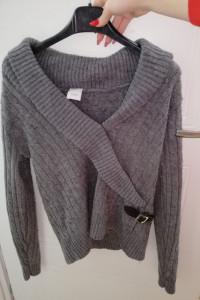 Sweterek z klamerką...