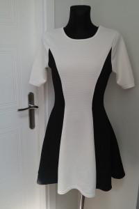 Sukienka czarno biała...