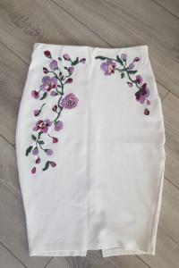 Biała Ołówkowa spódnica z motywem kwiatów...