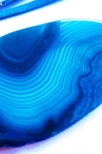 Niebieski agat kolisty wisiorek na rzemieniu