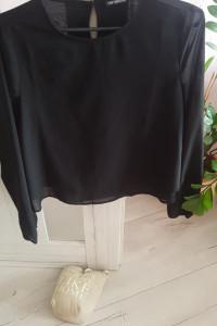 Czarna i elegancka bluzka...