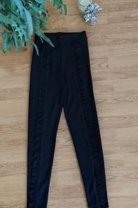 Czarne legginsy w kankę z falbanki XXS 32