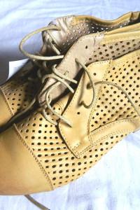 Beżowe ażurowe sznurowane botki vintage 39 i 25cm