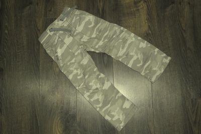 Spodnie i spodenki Next spodnie bojówki moro 110